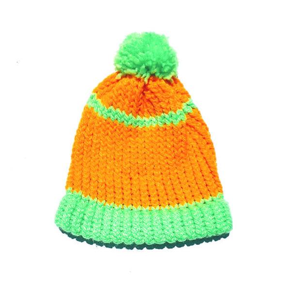 Gorro naranja y verde con pompòn