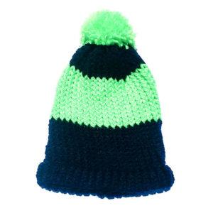 Gorro negro y verde hecho a mano